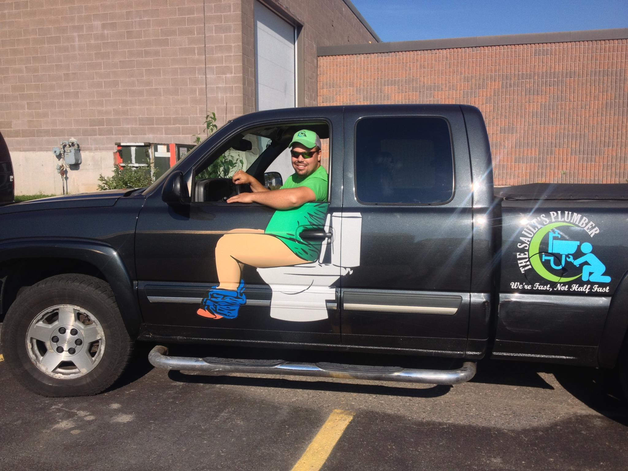 Plumber S Funny Truck Decal Is Going Viral Simplemost