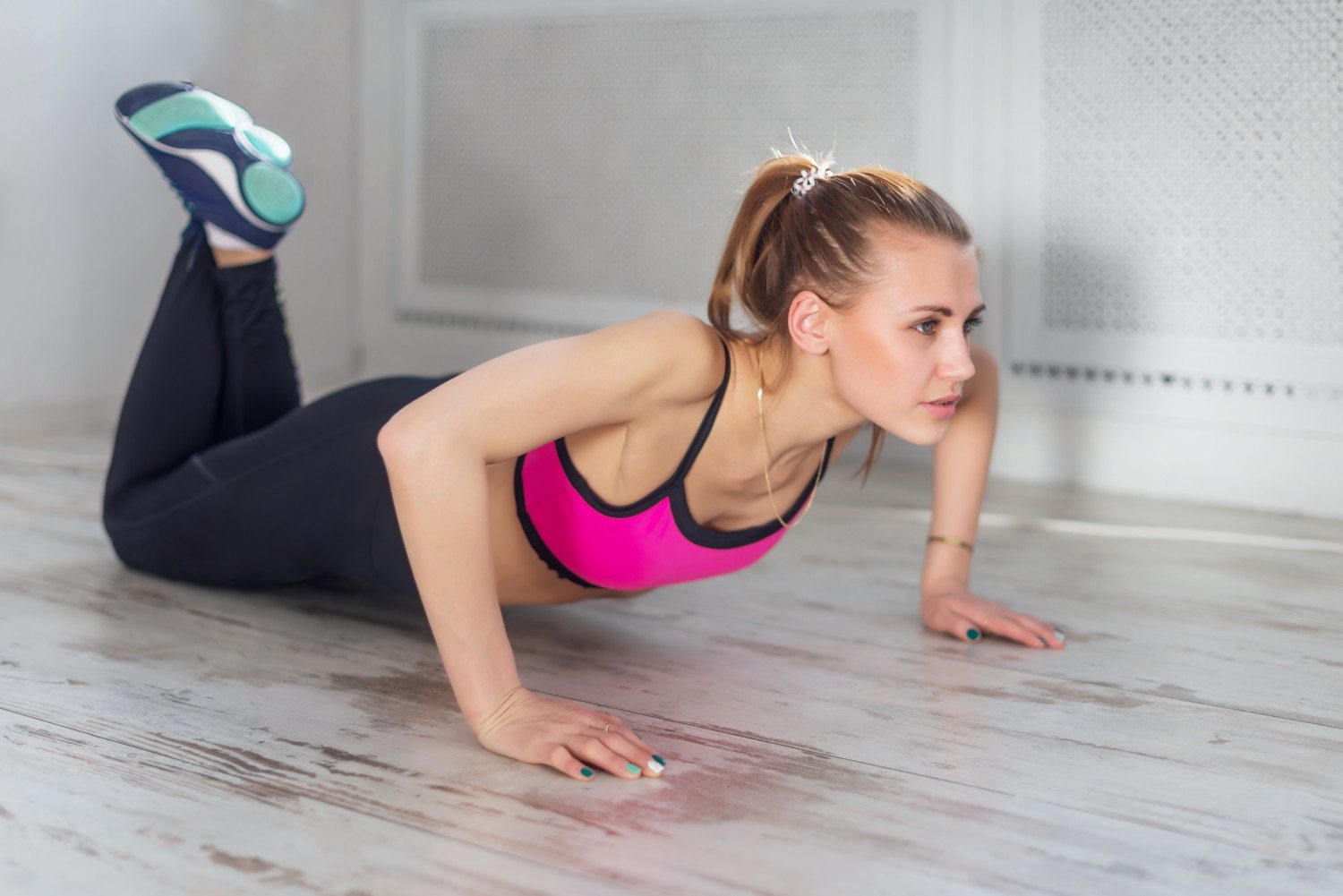 fitness athlete sportive woman sport model girl training crossfit doing push ups at home.