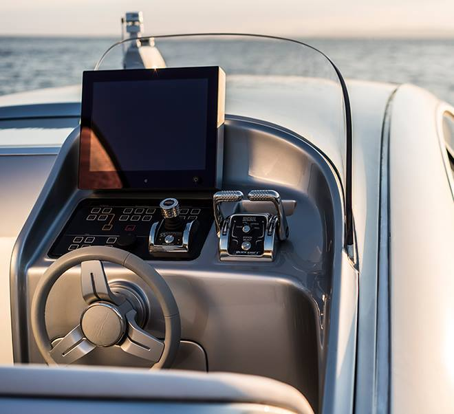 Mercedes yacht controls