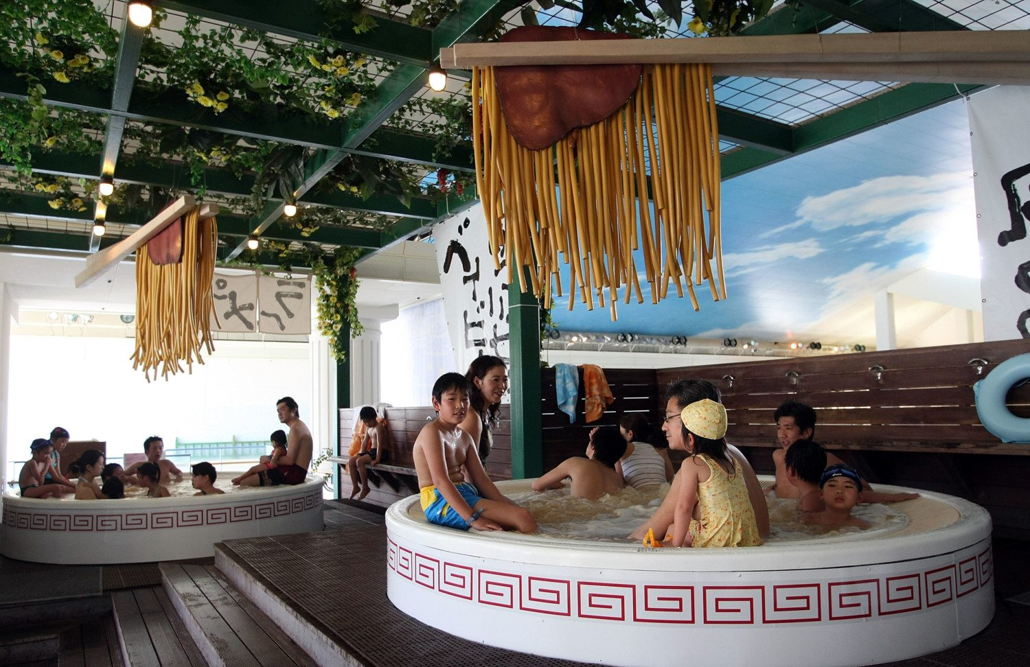 Soak In A Ramen Bath At Yunessan Spa House In Japan - Simplemost