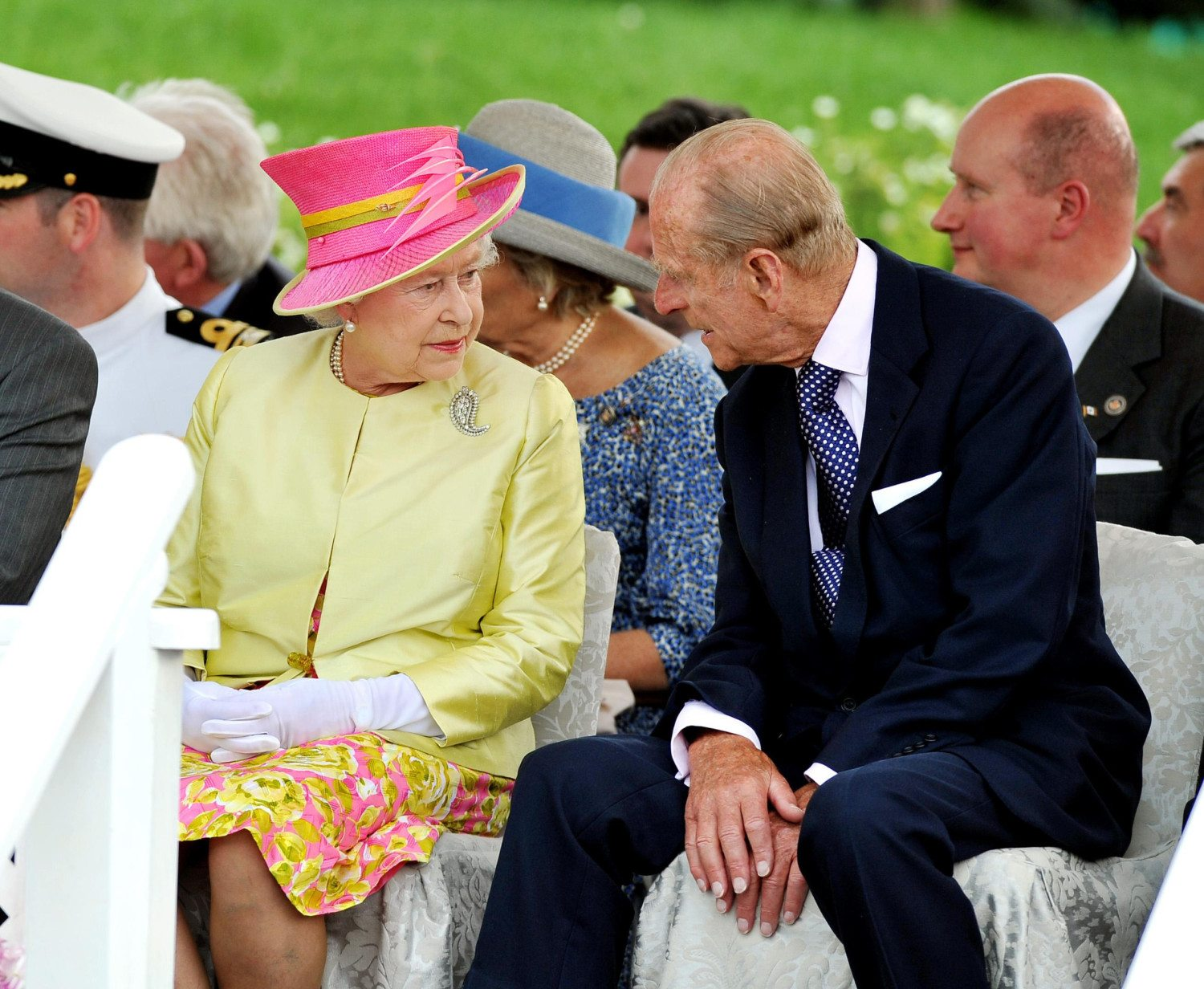 queen conversation photo