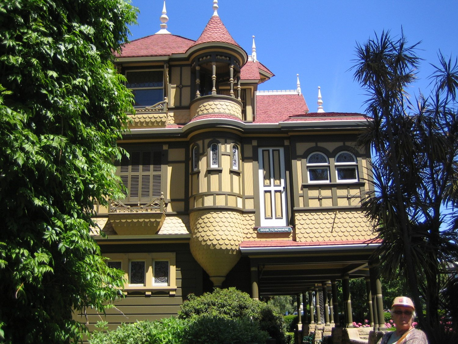 winchester mystery house: 7 spooky facts - simplemost
