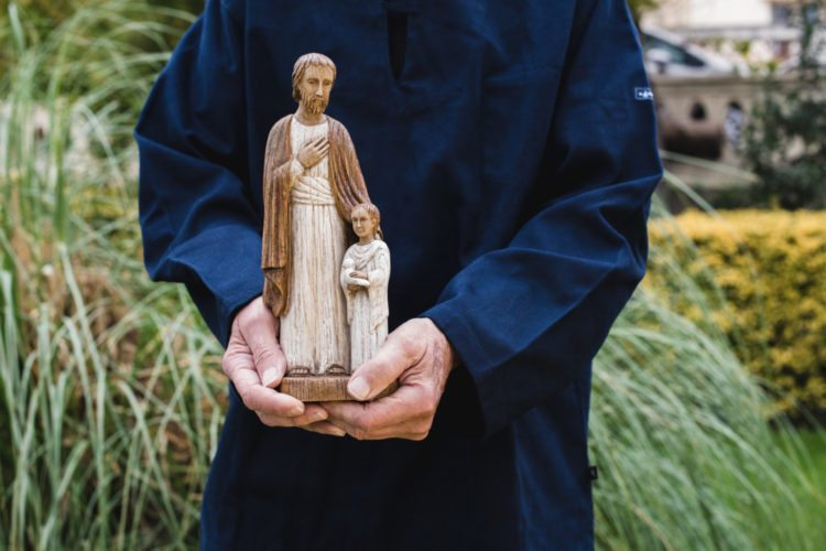 Ing A Home Using St Joseph Statue